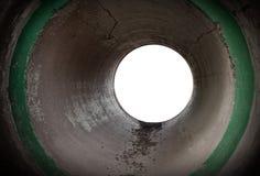 Пустой круглый конкретный интерьер тоннеля Стоковое Изображение RF