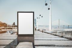 Пустой модель-макет плаката на quayside стоковое фото
