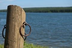 Пустой док на озере - концепция шлюпки релаксации Стоковое фото RF