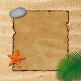 Пустой пергамент на предпосылке песка Стоковые Изображения