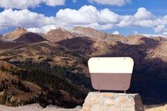 пустой передний знак гор Стоковые Изображения RF