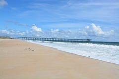 Пустой пляж в лете стоковые фотографии rf