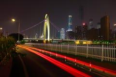 Пустой пол дороги на следе света автомобиля сцены ночи Стоковая Фотография RF