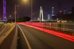 Пустой пол дороги на следе света автомобиля сцены ночи Стоковое Фото
