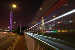 Пустой пол дороги на следе света автомобиля сцены ночи Стоковые Фотографии RF