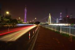 Пустой пол дороги на следе света автомобиля сцены ночи Стоковые Фото