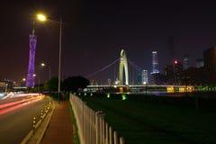 Пустой пол дороги на следе света автомобиля сцены ночи Стоковое фото RF