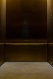 Пустой причудливый поляк металла экипажа лифта внутри коробки Interi металла Стоковые Фото
