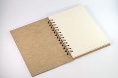 Пустой пустой блокнот на белой белизне стоковые фотографии rf
