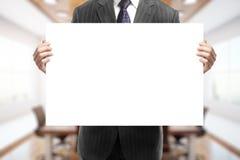 пустой плакат удерживания бизнесмена Стоковое фото RF