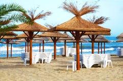 Пустой пляж в курорте на море Стоковые Фото