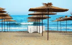 Пустой пляж в курорте на море Стоковое Изображение RF