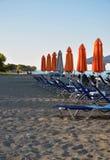 Пустой пляж с loungers Стоковые Изображения RF