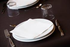 Пустой ресторан плиты Стоковое Изображение