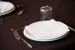 Пустой ресторан плиты Стоковые Фотографии RF
