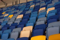 пустой стадион перед спичкой с строками мест a Стоковое Изображение