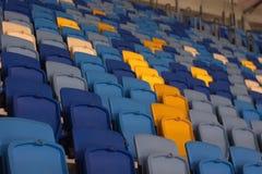 пустой стадион перед спичкой с строками мест a Стоковые Изображения RF