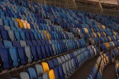 пустой стадион перед спичкой с строками мест a Стоковая Фотография