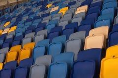 пустой стадион перед спичкой с строками мест a Стоковое фото RF