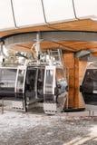 Пустой стоп фуникулера с горой Стоковое фото RF