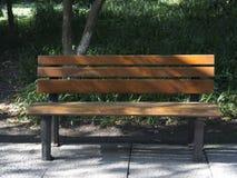 Пустой стул для 2 в парке стоковые фотографии rf