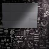 Пустой темной предпосылка стратегии бизнеса paperon листа нарисованная рукой стоковое изображение