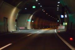 Пустой тоннель с светами Стоковые Фотографии RF
