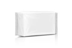 Пустой упаковывая бумажный влажный мешок wipes изолированный на белизне Стоковые Фотографии RF