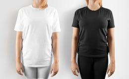 Пустой черно-белый изолированный модель-макет дизайна футболки, стоковое изображение