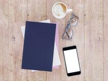 Пустой шаблон модель-макета книги цвета на деревянной предпосылке Стоковое Фото