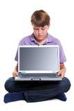 пустой экран компьтер-книжки мальчика Стоковое Изображение RF