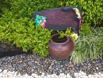 Пустой ярлык деревянный в красивом саде Стоковое Изображение