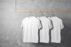 Пустые 3 белых футболки иллюстрация штока