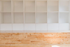 пустые белые книжные полки, шкаф стены Стоковое фото RF
