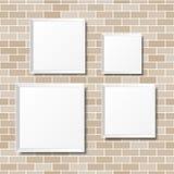 Пустые белые плакаты на кирпичной стене Пустые холсты реалистическо иллюстрация вектора