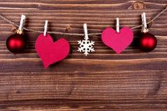 Пустые бирки сердца и украшение рождества на ярлыке Стоковое Изображение