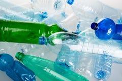 Пустые бутылки с водой - близкое поднимающее вверх Стоковые Фотографии RF