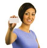 пустые детеныши женщины удерживания визитной карточки Стоковое Изображение