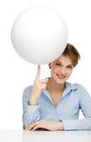 пустые детеныши женщины удерживания глобуса Стоковое Изображение