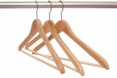 Пустые деревянные вешалки, вешалки, Стоковое Изображение