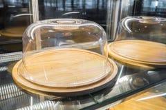 Пустые деревянные подносы с стеклянной крышкой Стоковое Изображение