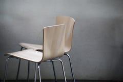 Пустые деревянные стулья Стоковое фото RF