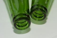 Пустые зеленые шеи пивной бутылки Стоковое фото RF