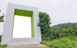 пустые знак и лес Стоковая Фотография