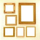 Пустые золотые картинные рамки на кирпичной стене Стоковое фото RF