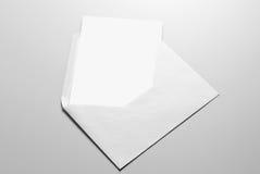 Пустые канцелярские принадлежности: карточка и конверт стоковая фотография