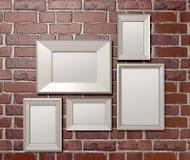 Пустые картинные рамки на фронте стены Стоковые Фотографии RF