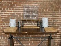 Пустые контейнеры хлеба в комнате обеда стоковые фотографии rf