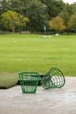 Пустые корзины шара для игры в гольф на тренировочная площадка Стоковое фото RF