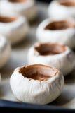 Пустые крышки величают champignons, варя очень вкусные закуски Стоковое фото RF